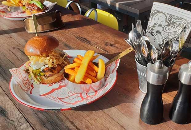 Radisson RED Cape Town hamburger