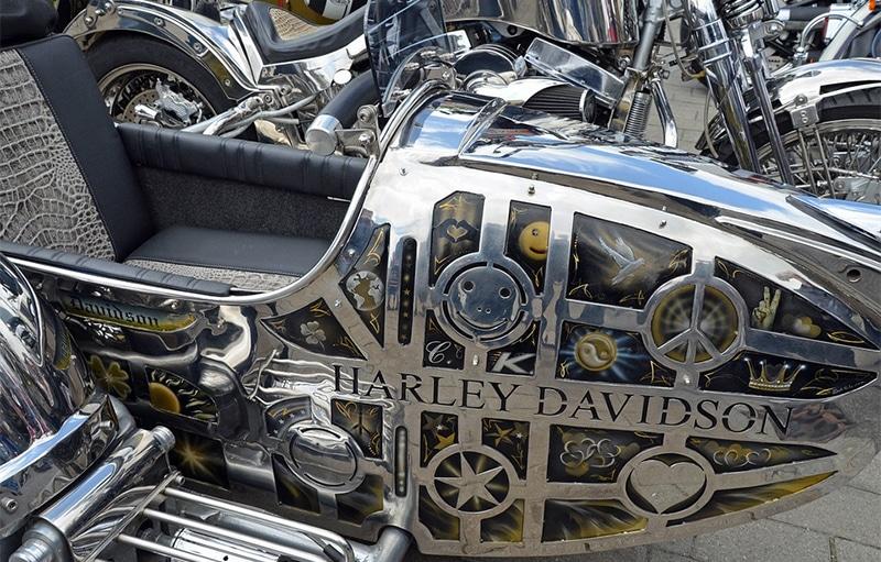 Chromed Harley-Davidson side car